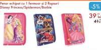Penar echipat cu 1 fermoar si 2 flapsuri Disney Princess/ Spiderman/ Barbie